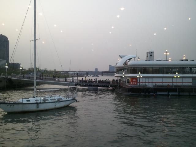 漢江ビュッフェ遊覧船
