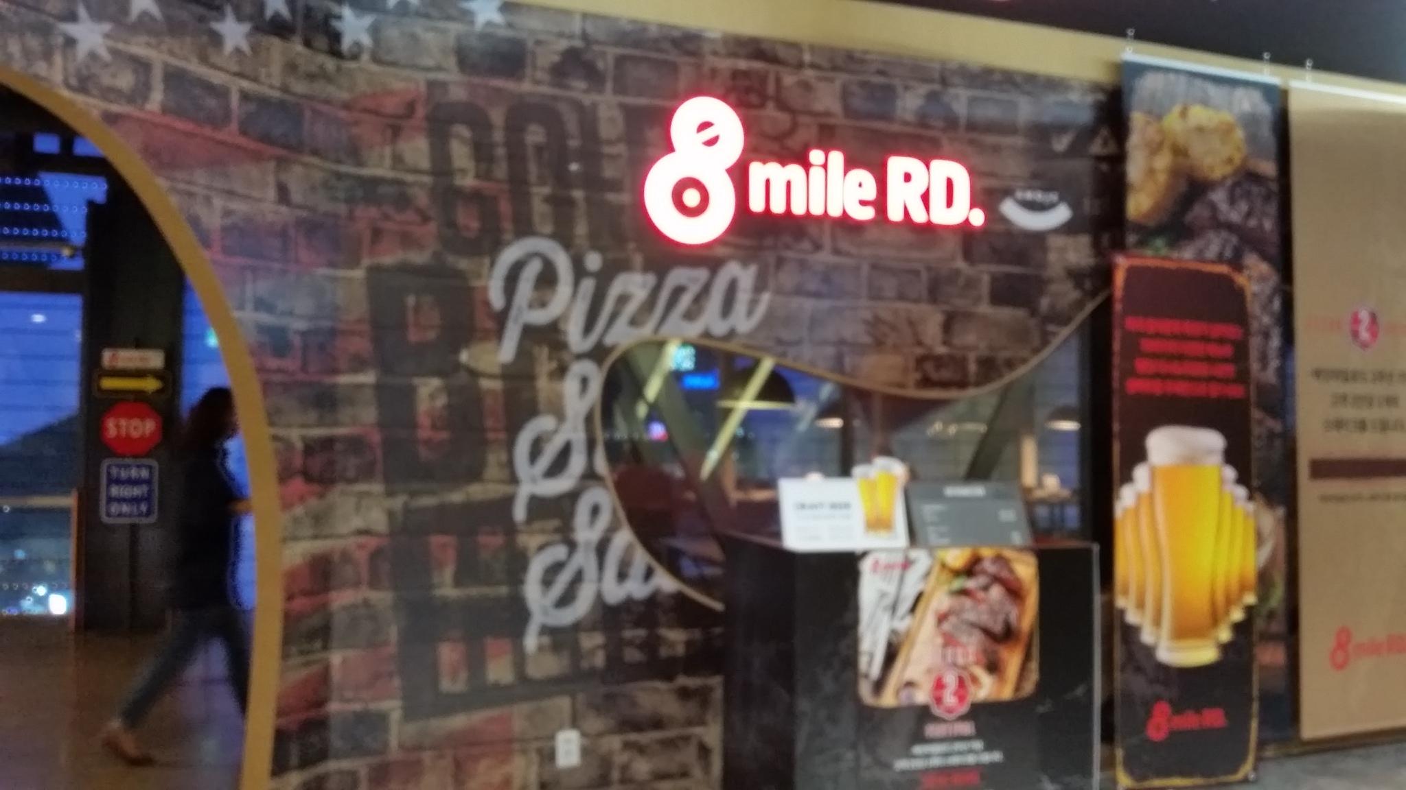 「8mile Road」アメリカンスタイルのビュッフェ