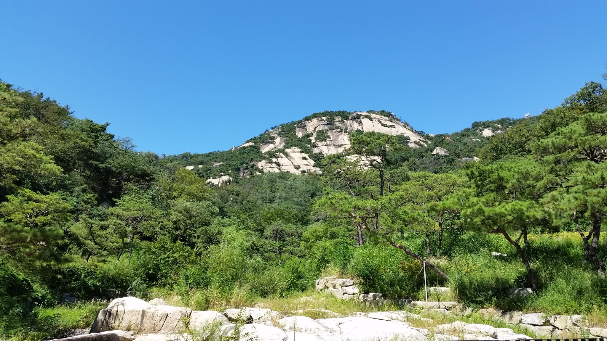 仁王山(イナンサン)の麓の山道を歩く