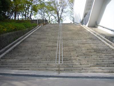 南山の噴水広場と大階段